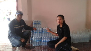 มอบน้ำดื่มช่วยงานต่างๆในพื้นที่รอบเหมือง